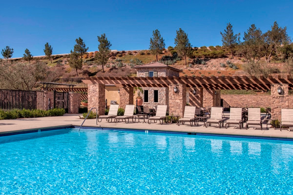 New Homes in Santa Clarita, CA - Canyon Crest Community Pool