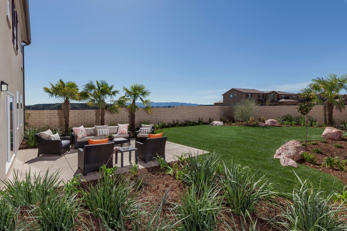 New Homes in Santa Clarita, CA - Canyon Heights Residence 2532 Patio