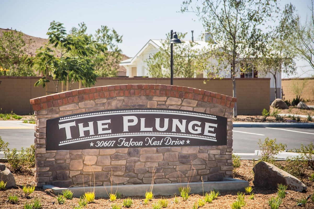 New Homes in Menifee, CA - Silvercreek at Audie Murphy Ranch The Plunge - Community Entry