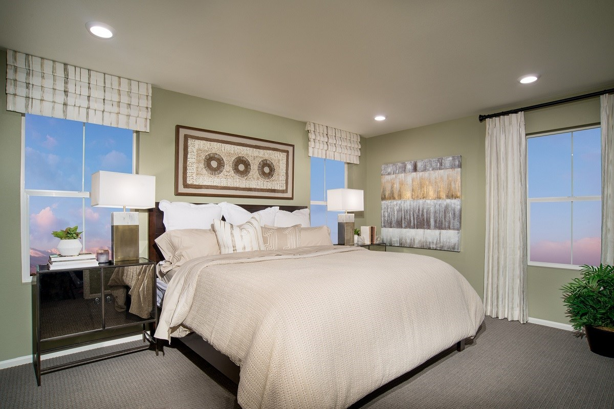 New Homes in Aurora, CO - Stapleton Villa Collection at Bluff Lake Maple Master Bedroom