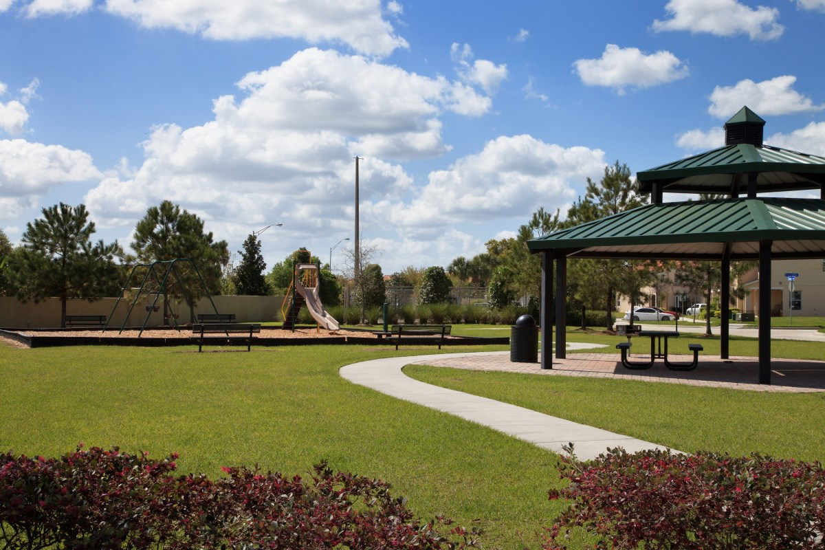 New Homes in Kissimmee, FL - Compass Bay Townhomes Gazebo and Picnic Area