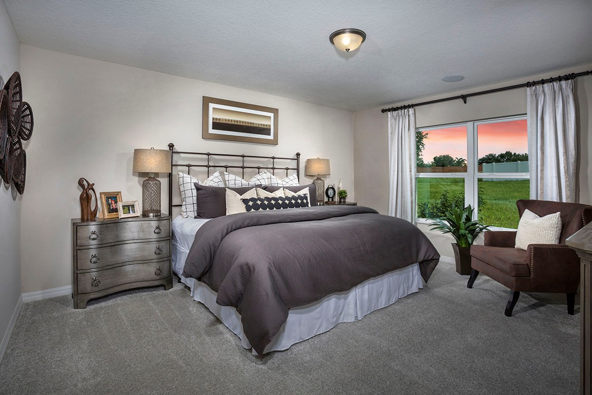 New Homes in Mascotte, FL - The Gardens at Lake Jackson Ridge 1707 Master Suite