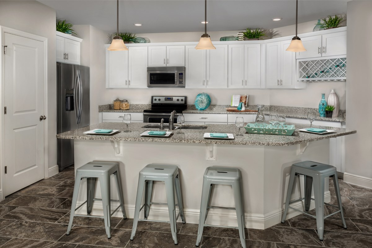 New Homes in Bradenton, FL - Lakewood Estates 2003 Kitchen as modeled in Stoneybrook at Venice