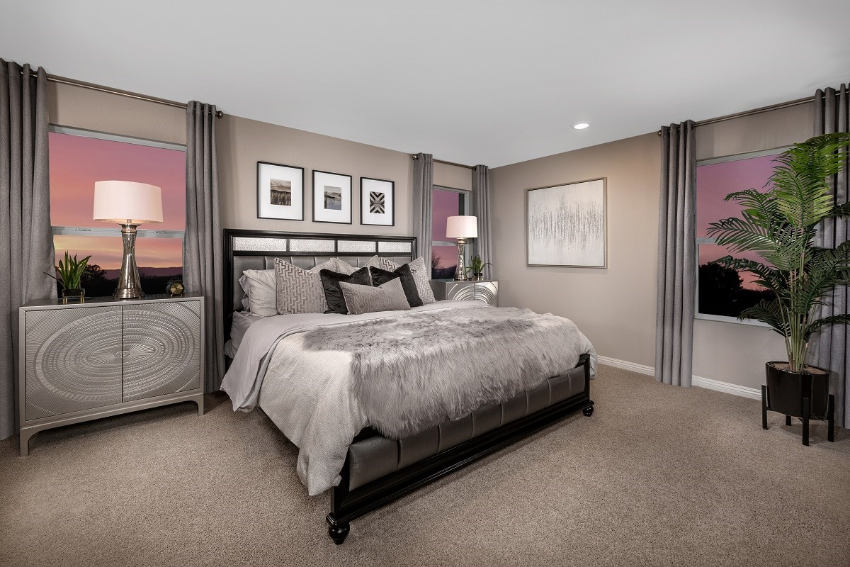 New Homes in Las Vegas, NV - Autumn Winds Plan 1713 End Unit Master Bedroom
