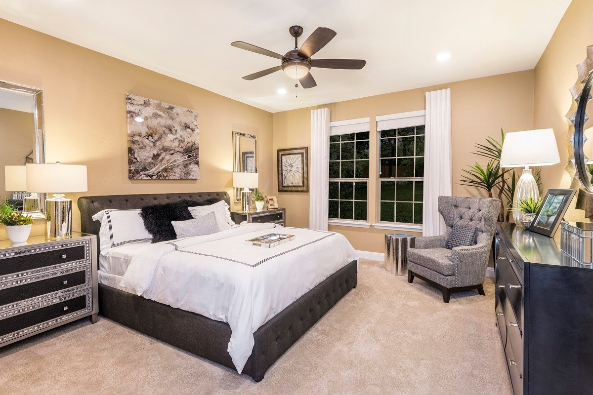 New Homes in Elgin, TX - Saratoga Farms Plan A-2502 Master Bedroom