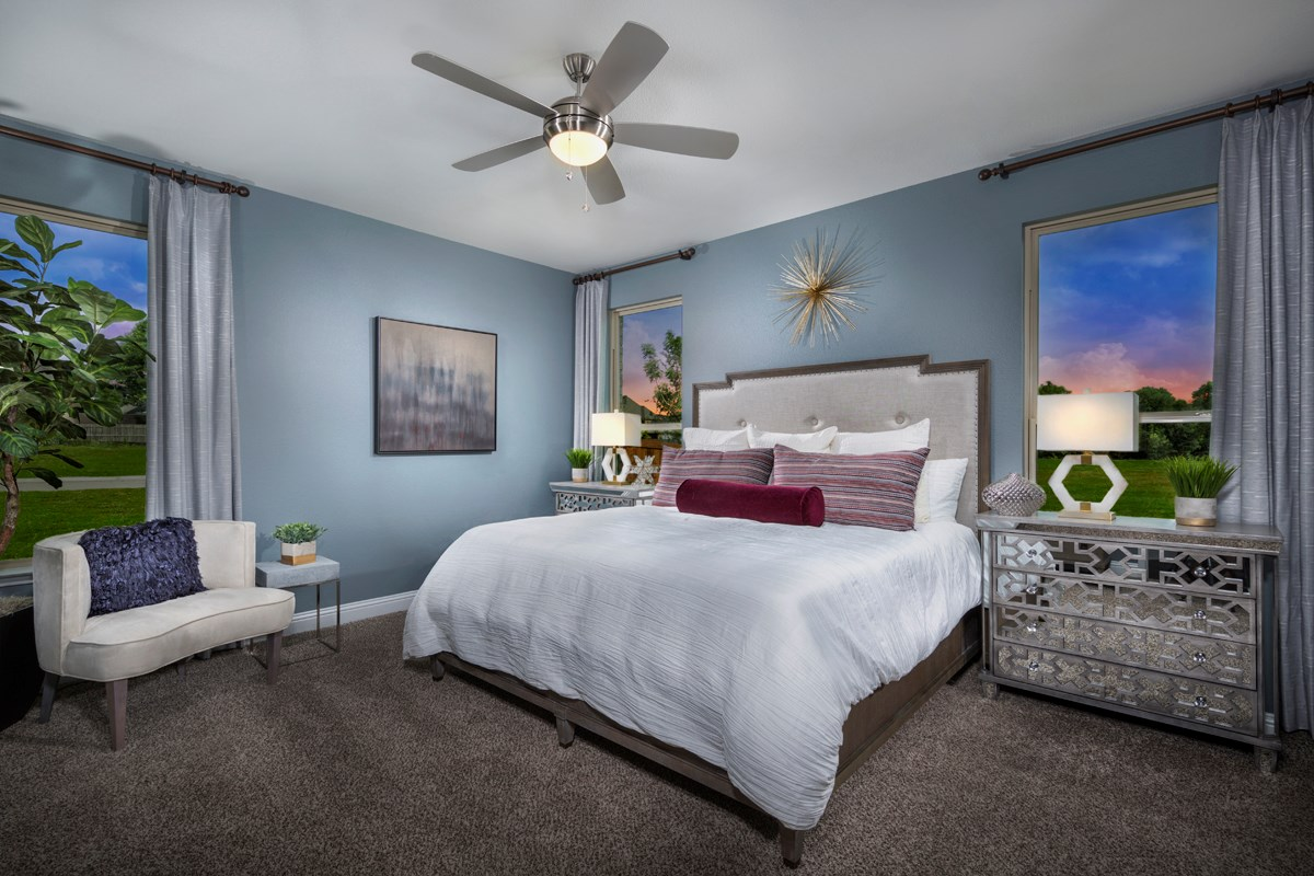 New Homes in Frisco, TX - Creeks on Hickory Plan 1694 Master Bedroom