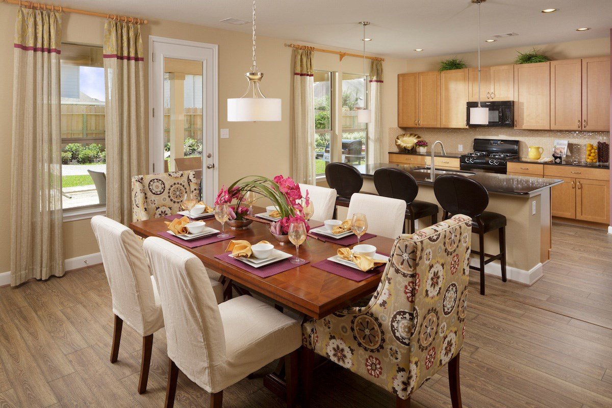 New Homes in Pearland, TX - Canterbury Park 2863 Dining Room