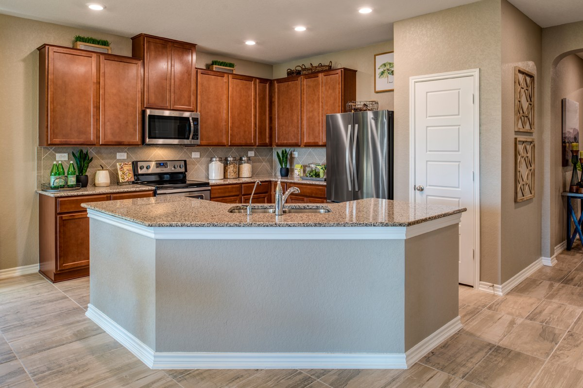 New Homes in New Braunfels, TX - Legend Point - The Reserves The 2004 Kitchen