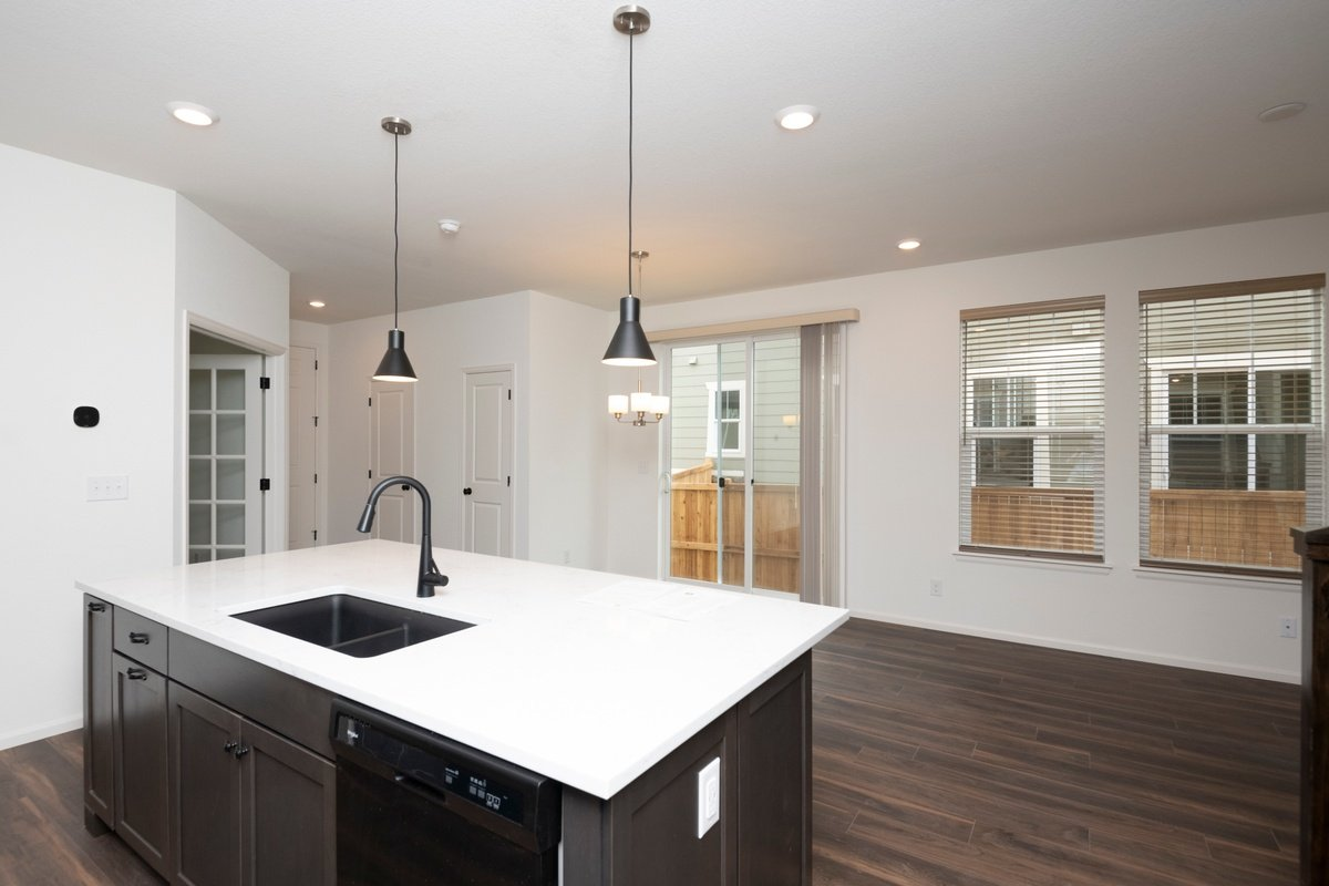 New Homes in Thornton, CO - Homestead Hills Villas Plan 1754 Kitchen & Great Room