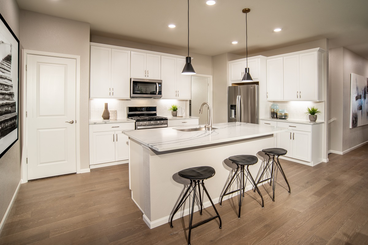 New Homes in Aurora, CO - Painted Prairie Plan 1382 Modeled Kitchen
