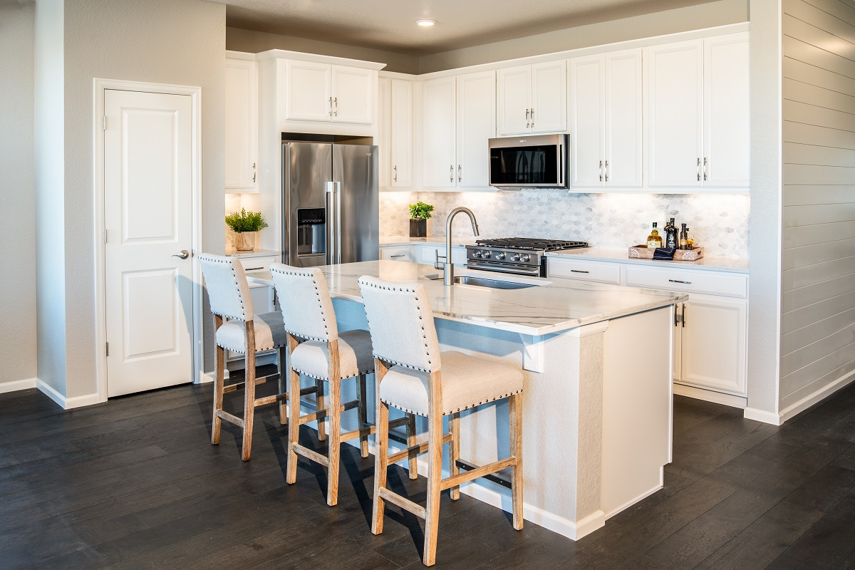 New Homes in Parker, CO - Stone Creek Ranch Plan 1818 Modeled Kitchen