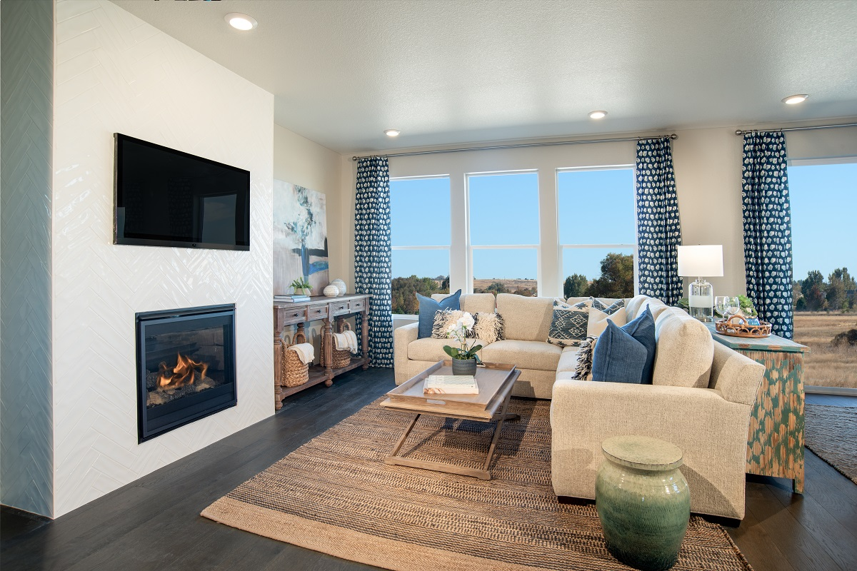 New Homes in Parker, CO - Stone Creek Ranch Plan 1818 Modeled Living Room