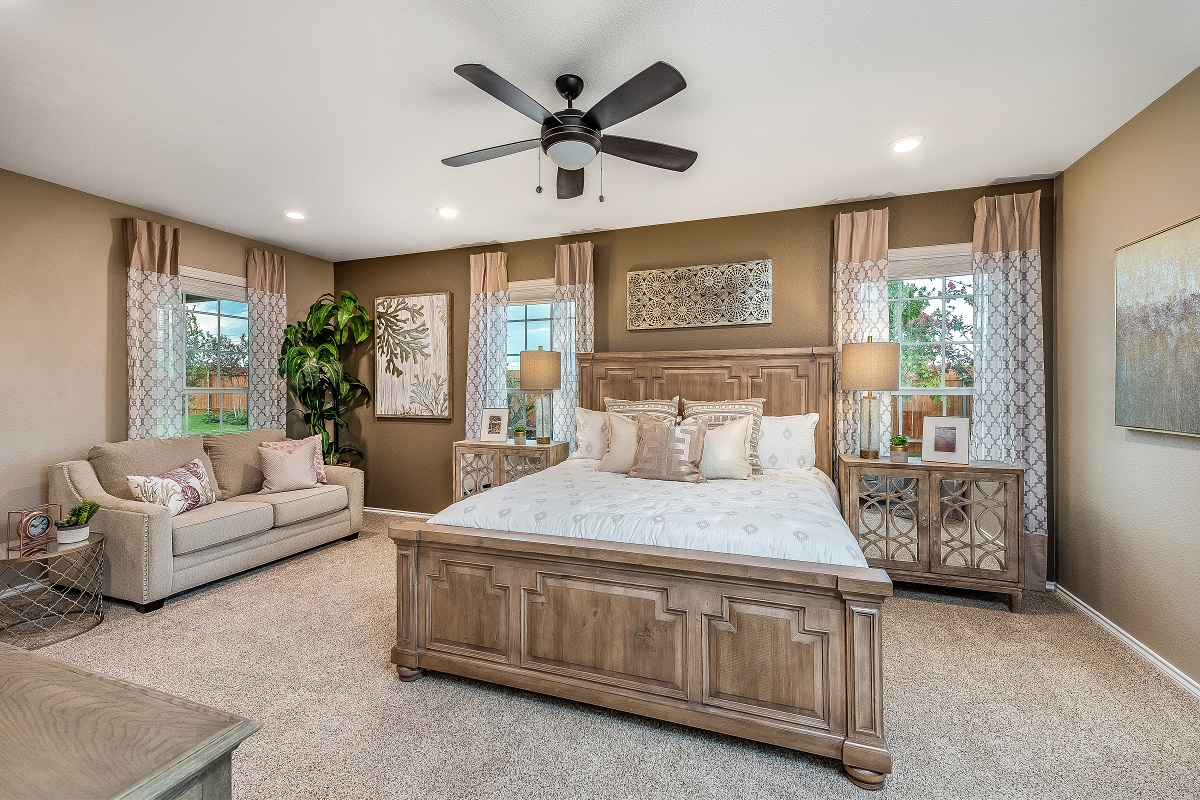 New Homes in Round Rock, TX - Greenlawn Village Plan E-1694 Master Bedroom