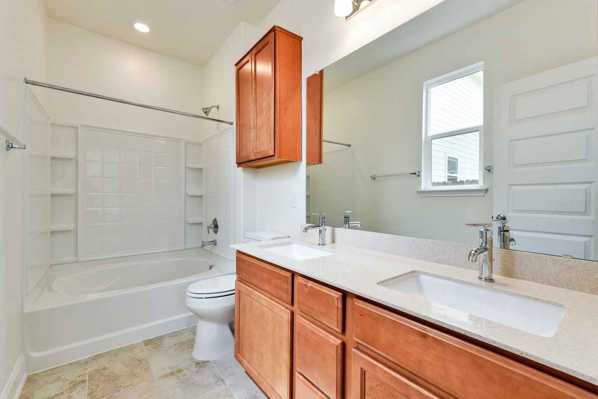 Homesite 14/H-2 Master Bathroom