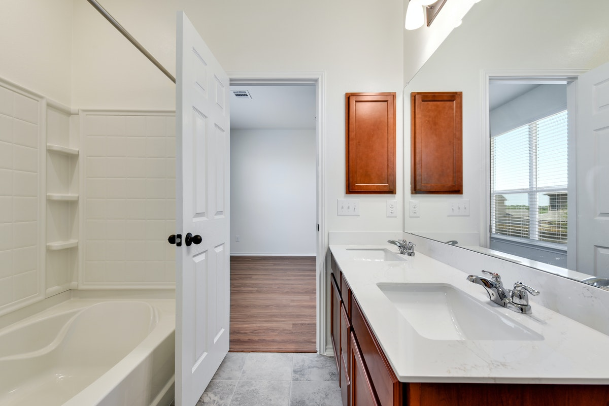 Homesite 27/H-2 Master Bathroom