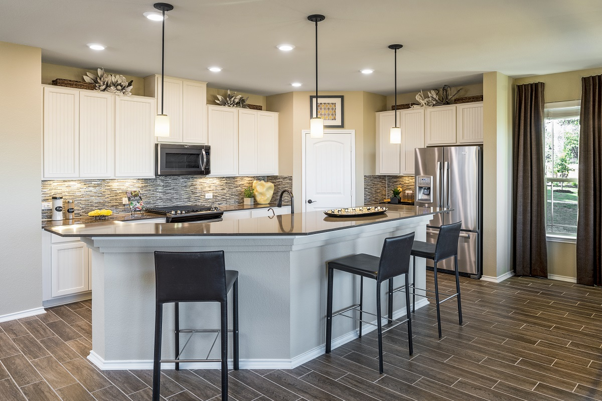 New Homes in Leander, TX - Mason Hills - The Lakes Hallmark Collection Plan L-2858 Kitchen