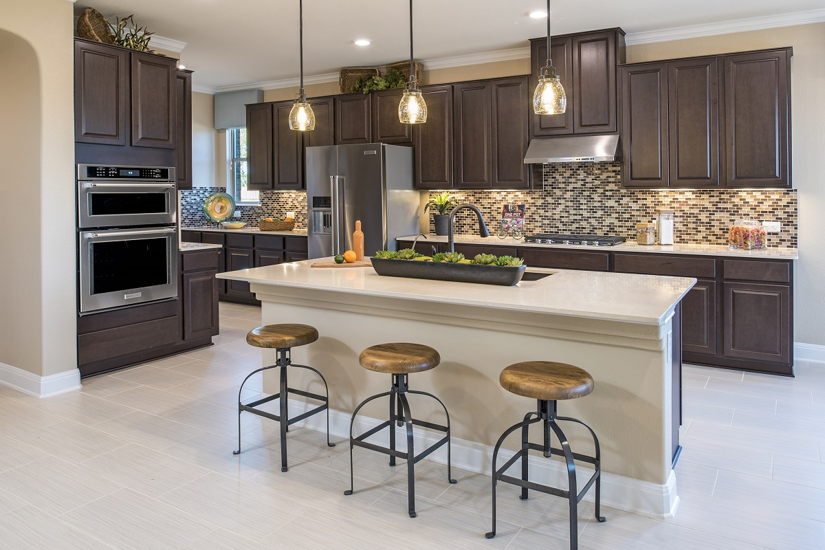 New Homes in Leander, TX - Mason Hills - The Lakes Hallmark Collection Plan L-3471 Kitchen