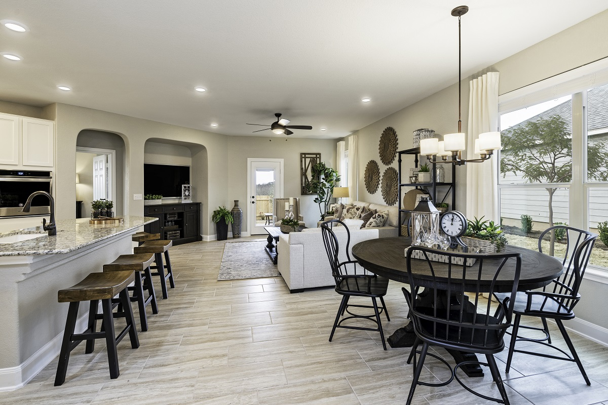 New Homes in Bastrop, TX - Piney Creek Bend Plan E-2412 Great Room