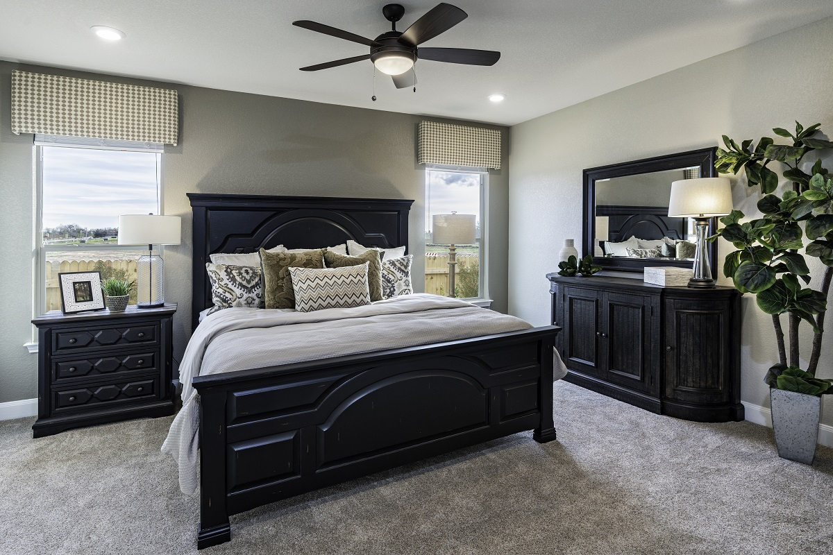 New Homes in Bastrop, TX - Piney Creek Bend Plan E-2412 Master Bedroom