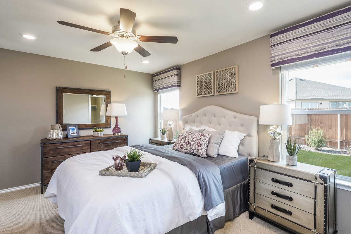 New Homes in Manor, TX - Presidential Meadows - Heritage Collection Plan F-1353 Master Bedroom