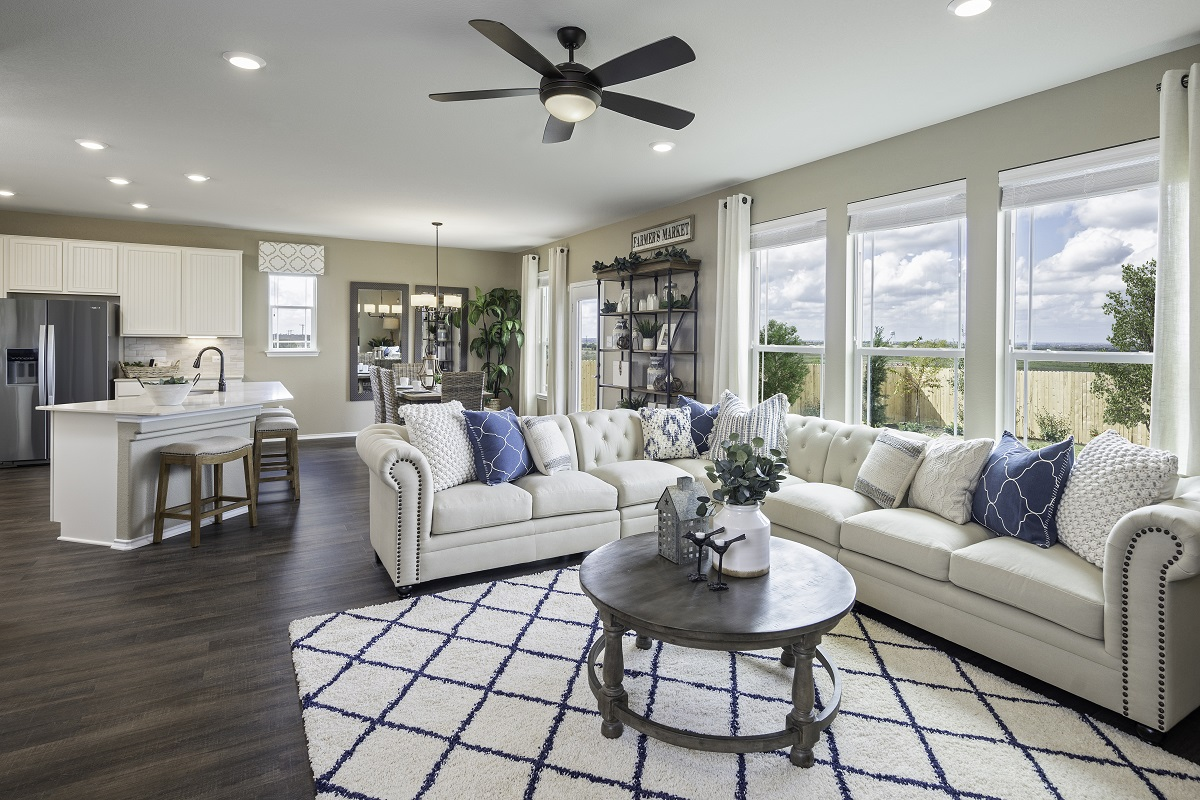 New Homes in Elgin, TX - Saratoga Farms Plan E-2403 Great Room