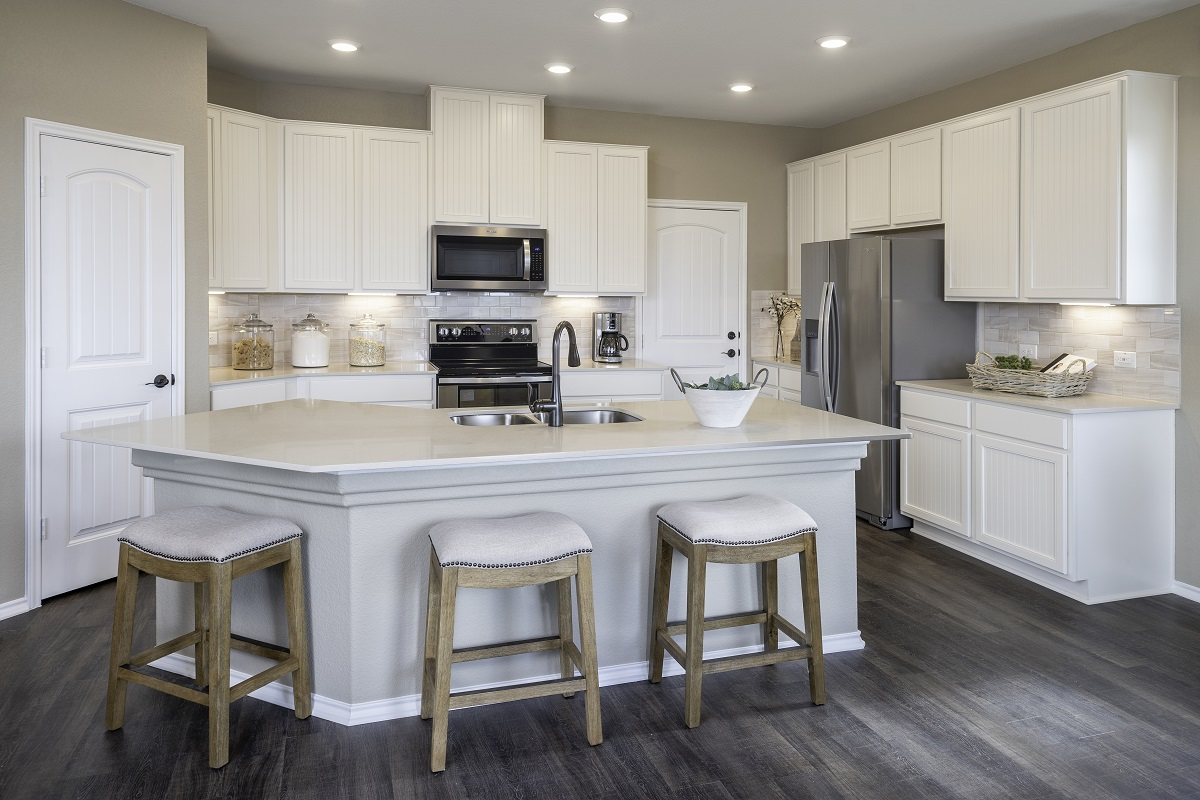 New Homes in Elgin, TX - Saratoga Farms Plan E-2403 Kitchen