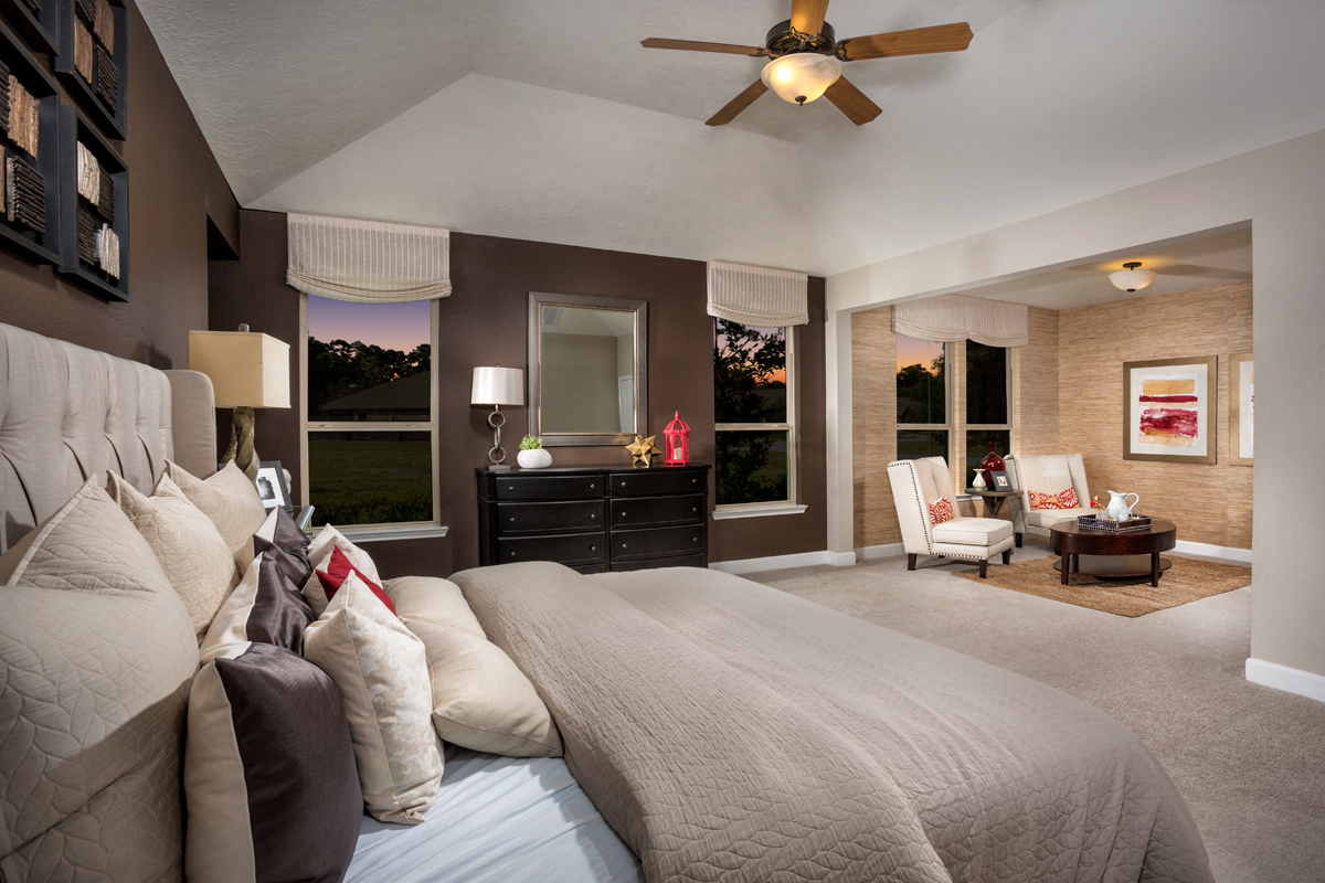 New Homes in Kingwood, TX - Rivergrove Plan 2314 Master Suite - Seating Area