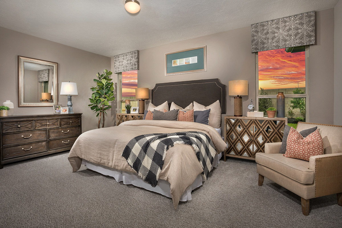 New Homes in Iowa Colony, TX - Sierra Vista Plan 1889 Owner's Suite