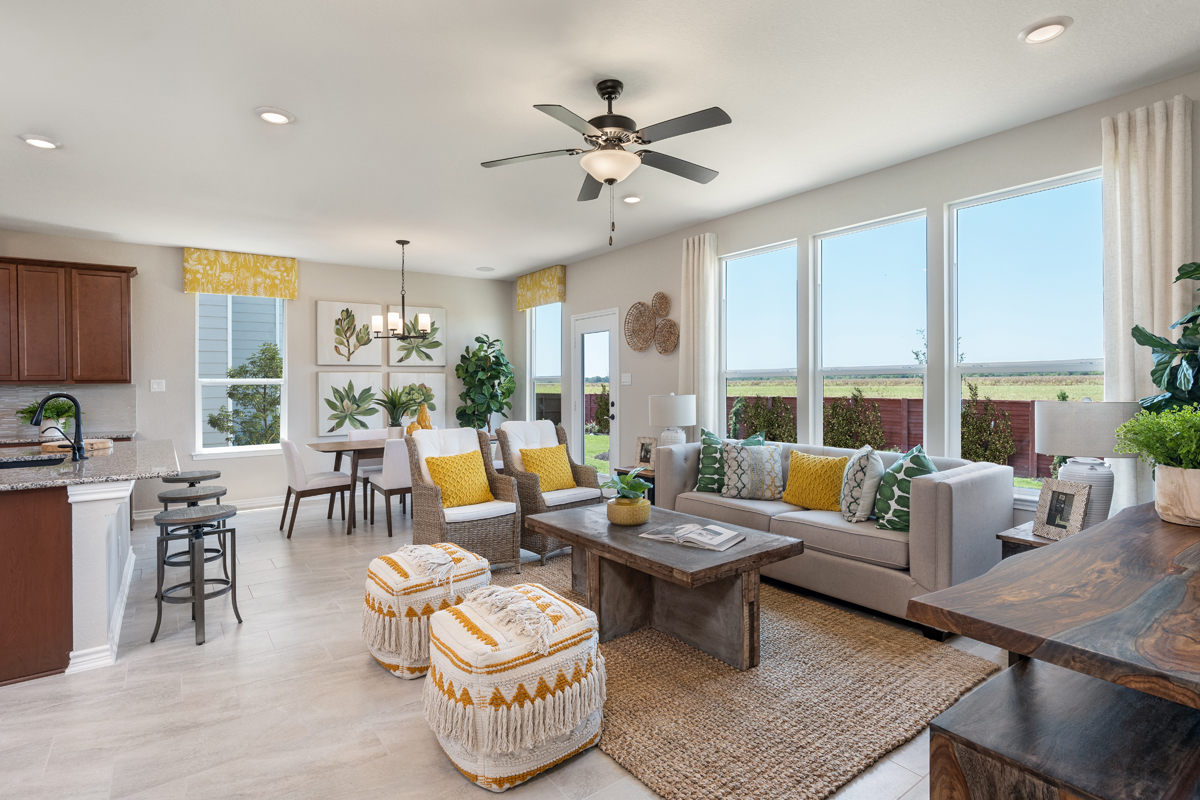 New Homes in New Braunfels, TX - Deer Crest - Classic Collection Plan 1675 Great Room