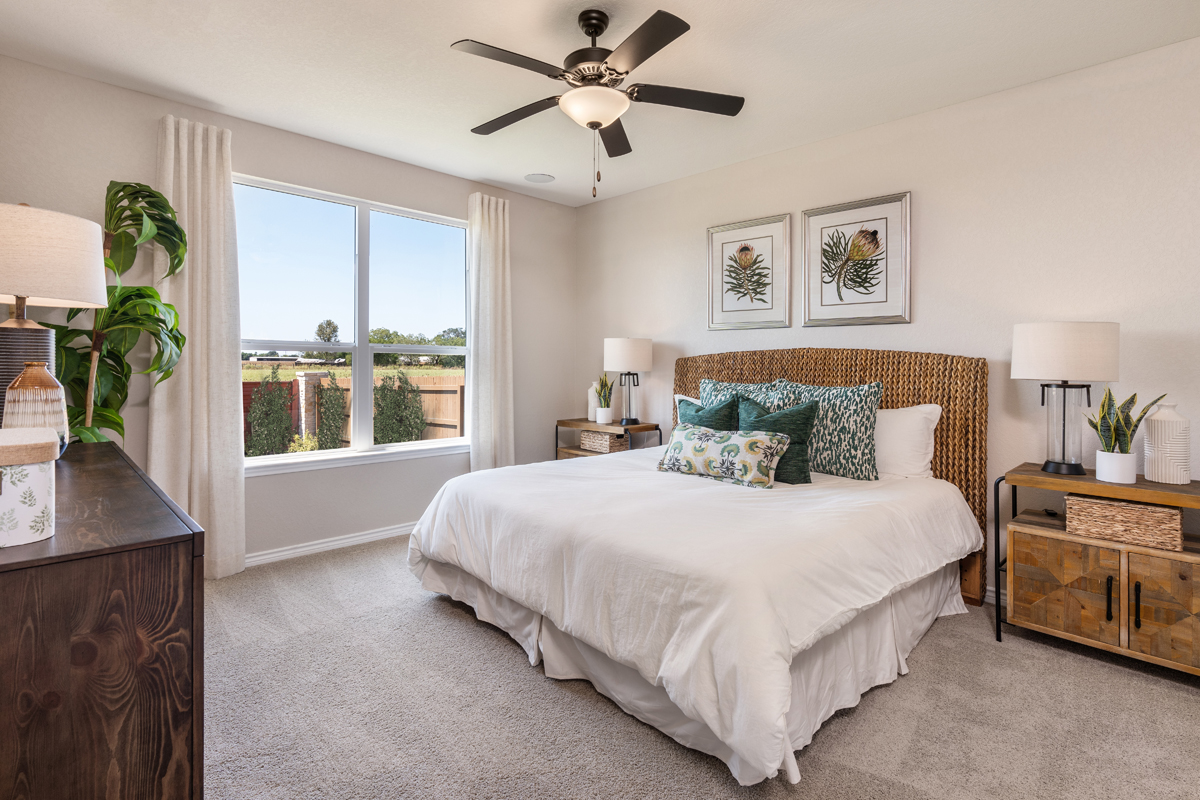 New Homes in New Braunfels, TX - Deer Crest - Classic Collection Plan 1675 Master Bedroom