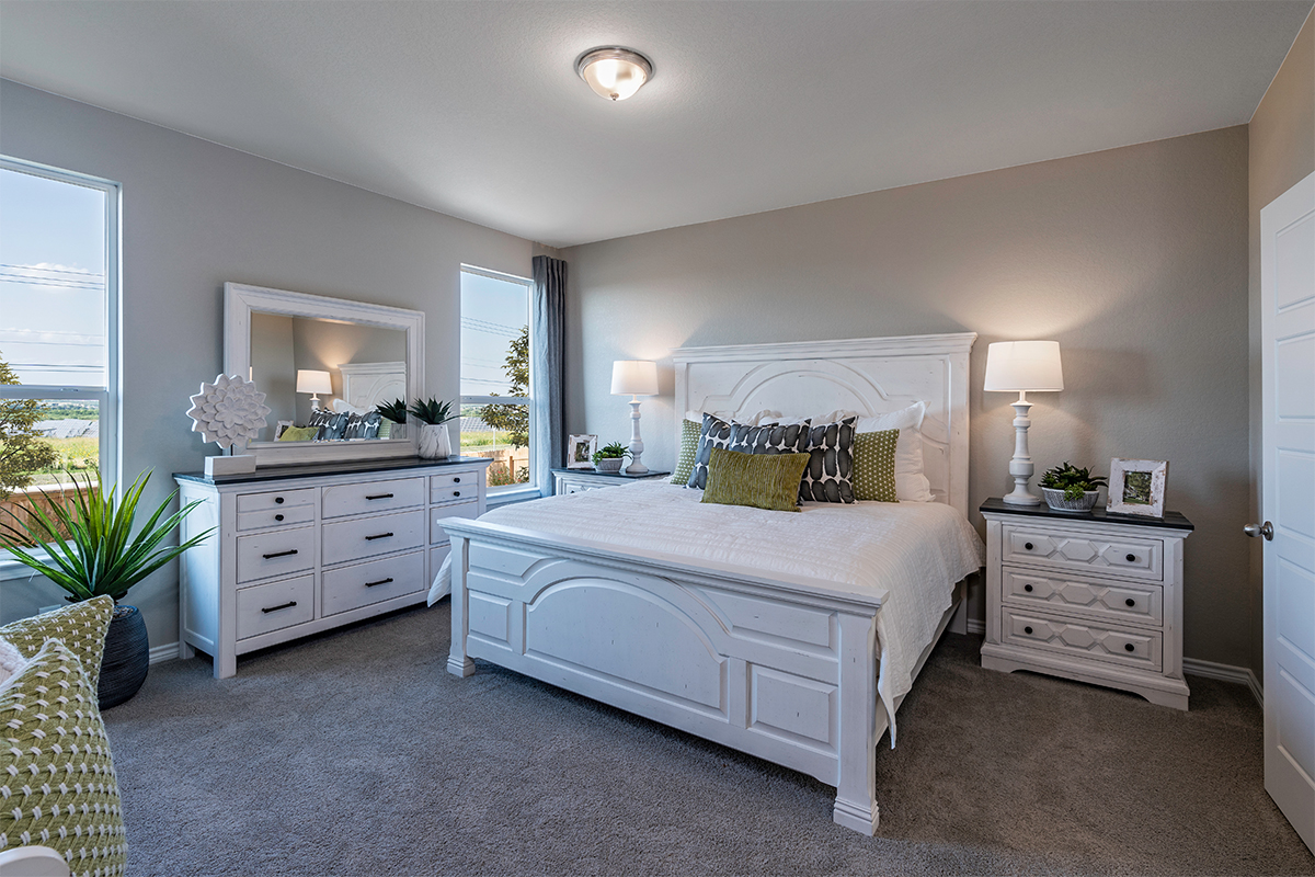 New Homes in Seguin, TX - Woodside Farms The 1516 Master Bedroom as modeled at Knox Ridge
