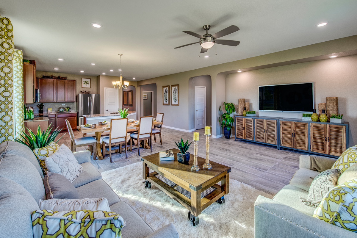 New Homes in New Braunfels, TX - Legend Point - The Reserves The 2004 Great Room