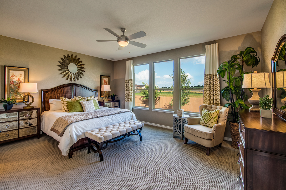 New Homes in New Braunfels, TX - Legend Point - The Reserves The 2004 Master Bedroom