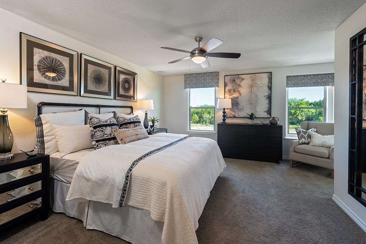 New Homes in San Antonio, TX - Stonegate The 1909 Master Bedroom