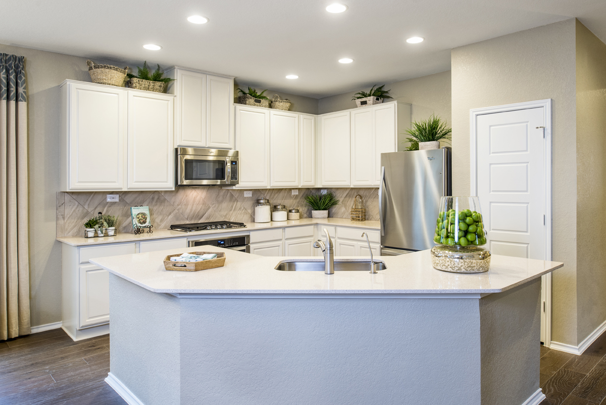 New Homes in New Braunfels, TX - Deer Crest - Classic Collection The 2004 Kitchen - As Modeled at The Ridge at Bandera